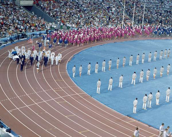 Parade of the athletes, during the opening ceremony of the Barcelona Olympics, 1992 (photo)