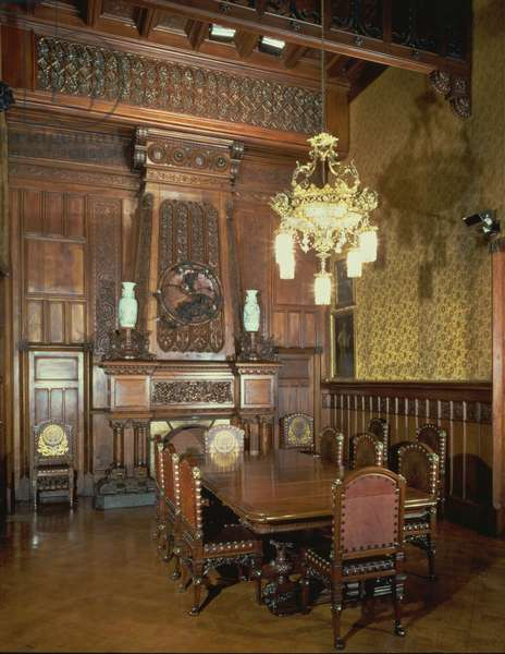 View of the main dining room with the original furniture, 1885-89 (photo)