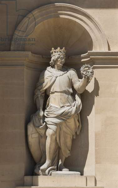 Saint Louis. Sculpture of the south facade of the hotel des Invalides