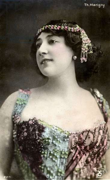 Caroline (La Belle) Otero (1868-1965), photography at the Theatre de Marigny, postcard from the beginning of the 20th century. Coll. Jaime Abecasis