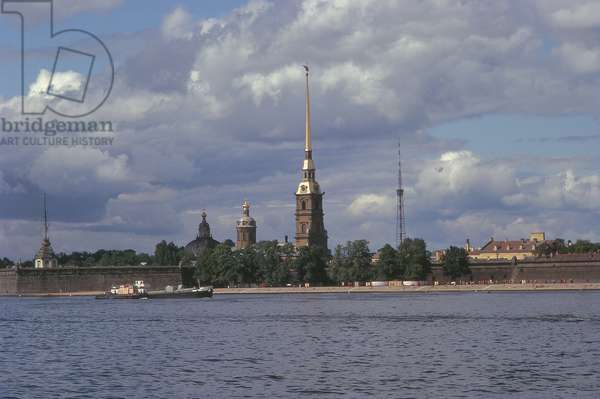 View across the River Neva towards the Peter-Paul Fortress (photo)