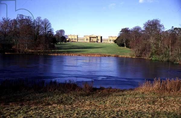 View of the Octagon Lake and the Mansion, Stowe Landscape Gardens, Buckinghamshire (photo)