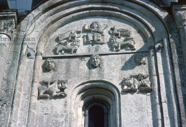 Relief of the south front of the Church of the Intercession of the Holy Virgin on the Nerl (photo)