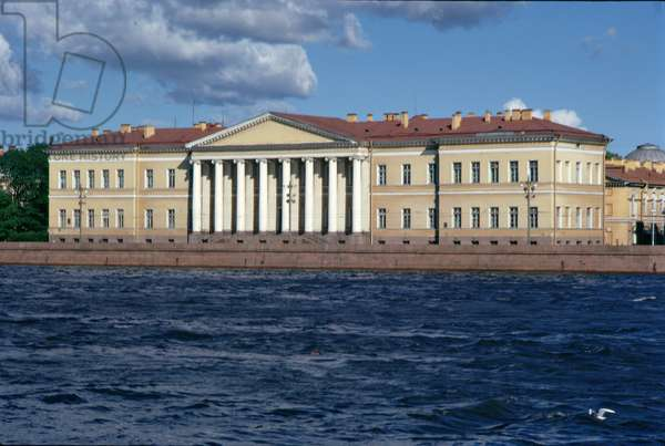 View across the River Neva to the Academy of Sciences (photo)