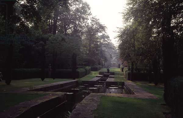 View of the water garden looking towards the house, designed in 1905-10 by Harold Ainsworth Peto (1854-1933) (photo)