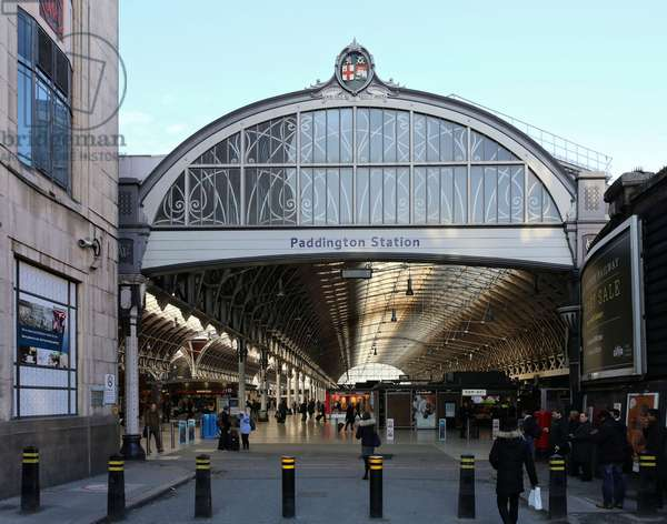 Paddington Station, view down south-east ramp to the station concourse (photo)