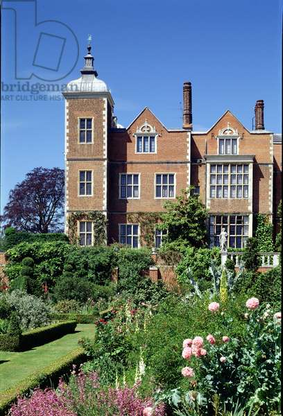 View of the Hatfield House, Hertfordshire, from the East Garden (photo)