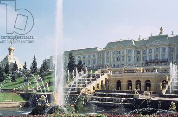 View of Peterhof Palace over the Samson Fountain from the terraces (photo)