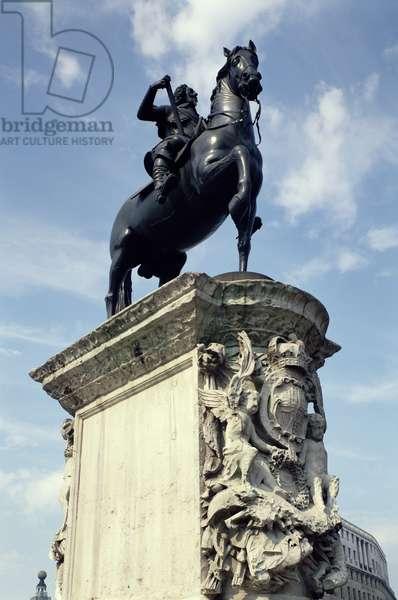 Trafalgar Square, London, bronze statue of Charles I by Hubert Lesuer  (1633-1701) erected 1675  (T74/12)