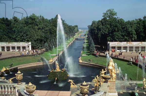 View of the Samson Fountain and canal, Peterhof Palace (photo)