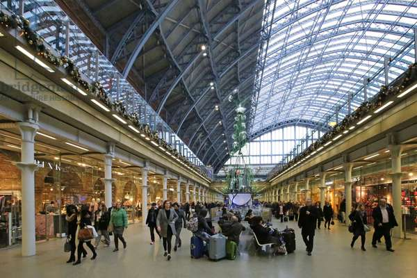 St. Pancras Station, the new shopping mall in what was the undercroft of the railway station, seen from the south (photo)