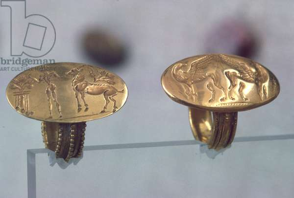 Two rings from Mycenae (photo)