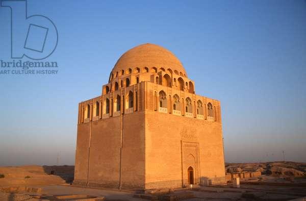 The mausoleum of Sultan Sanjar (photo)
