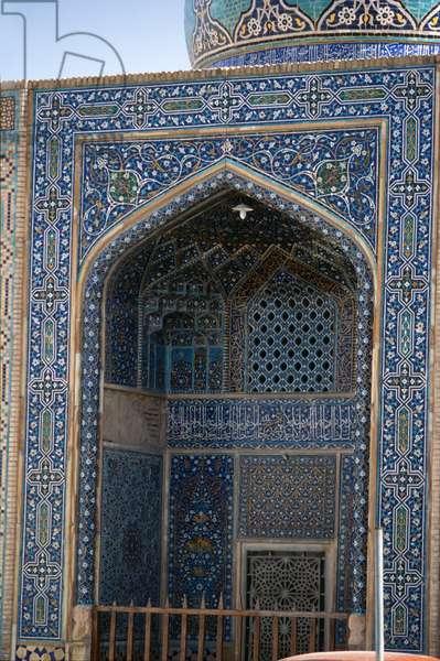 The Darb-e Imam Mosque (photo)