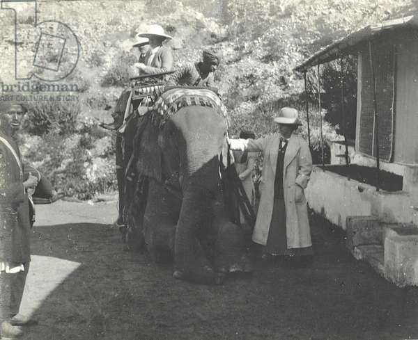 Arthur Brodrick, Judy Smith and Sylvia Brooke stopping for breakfast at Amber, Jaipur, 1911 (b/w photo)