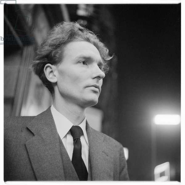 Paul Johnson, portrait of Paul Johnson, writer, author and editor of New Statesman, in street, Soho, London, UK, mid 1950's (b/w photo)