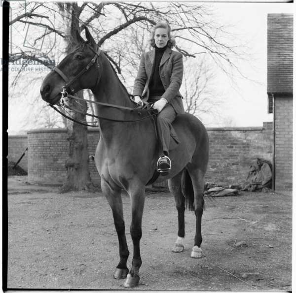 The Hunt, British hunting with horses, social scene of unknown details, mid 1950's, UK (b/w photo)