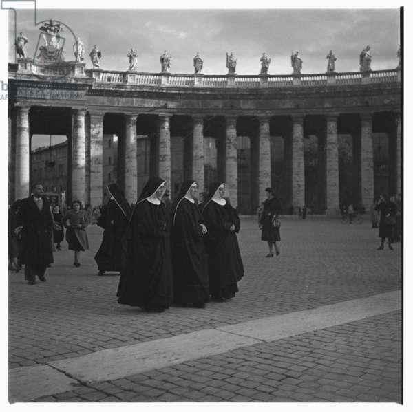 Nuns in Rome, early 1950s (b/w photo)
