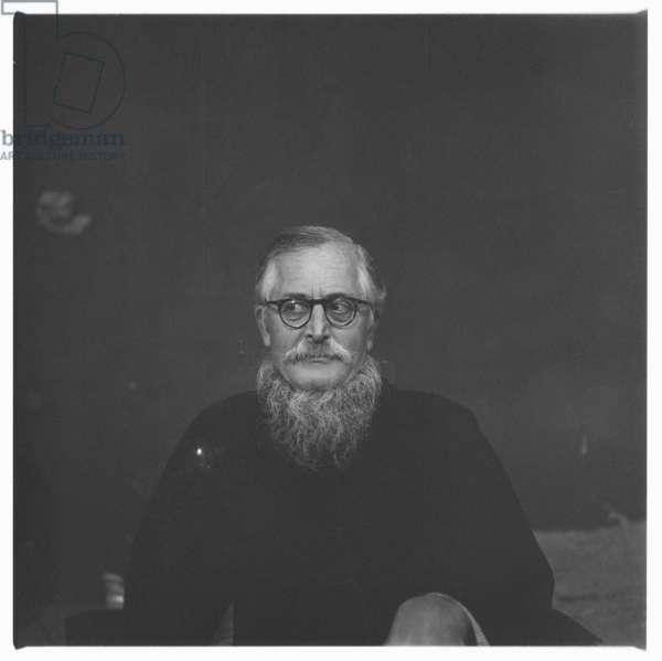 Sir William (Bill) Epson, portrait of leading literary critic, poet & professor of English literature in a Chinese jacket, Soho, London, UK, 1964 (b/w photo)
