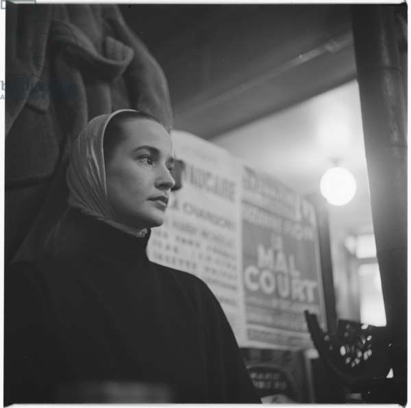 Unknown chic Parisienne woman, 1954 (b/w photo)