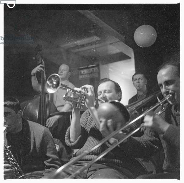 Humphrey Littleton, portrait of jazz musician Humphrey Littleton in 100 Club, Soho London early 1960's (b/w photo)