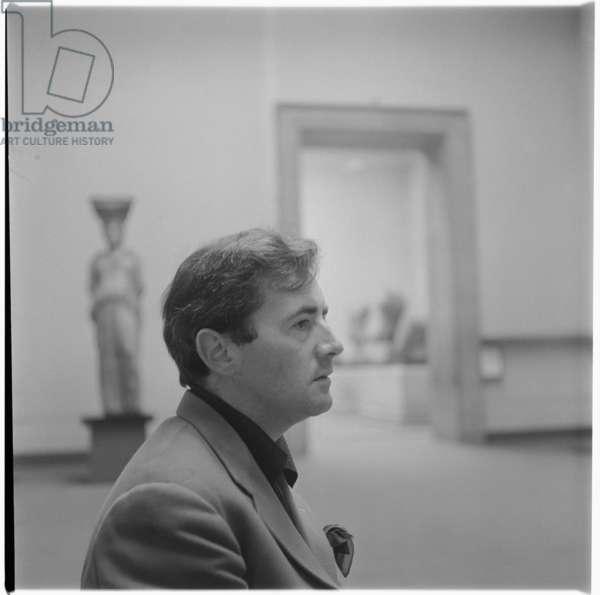 Michael Wishart at British Museum, portrait of bohemian painter and Soho habitue, British Museum, London, UK, mid 1950's (b/w photo)
