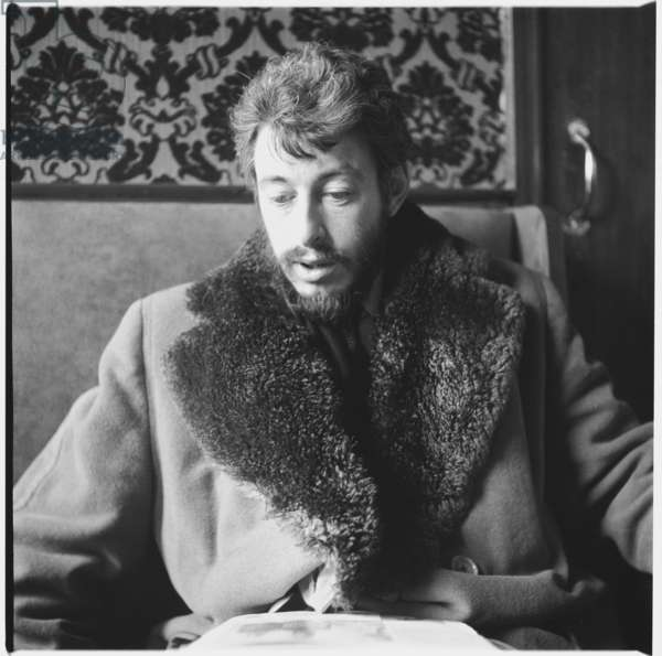 """J.P.Donleavy playwright, portrait of Irish American playwright and novelist, one of which provided the title of Christmas song """"Fairytale of New York"""", London, UK, mid 1950's (b/w photo)"""