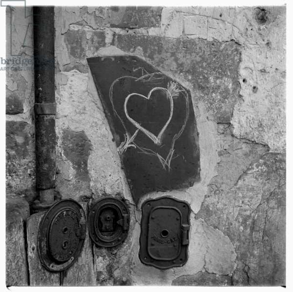 Image of a love-heart Graffiti, Paris early early 1950's