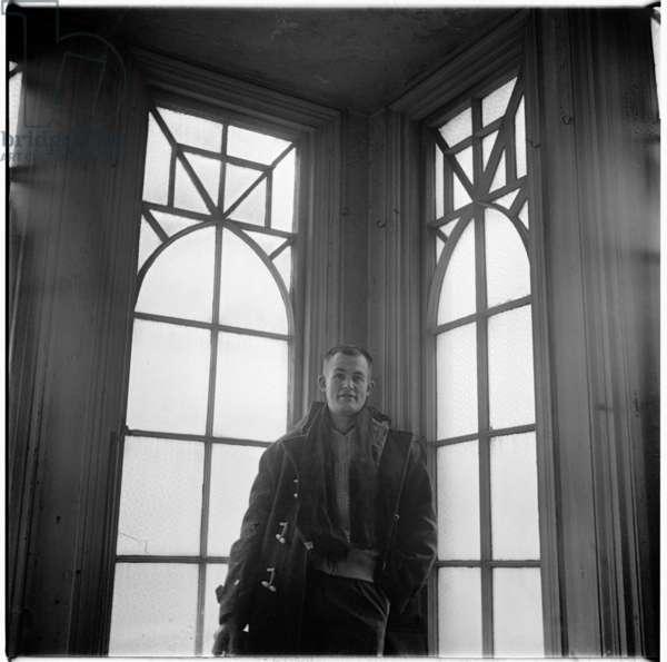 Colin McInnes, portrait of writer Colin McInnes in his home, London, UK, 1950's (b/w photo)