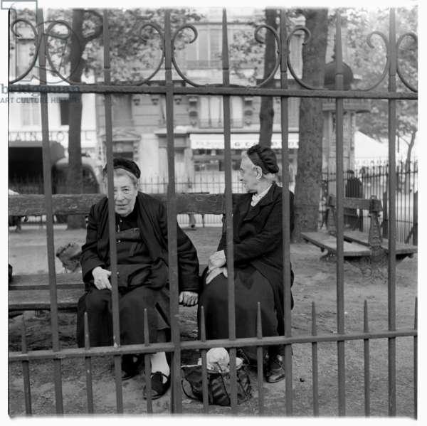 Elderly women in Paris, early 1950s (b/w photo)