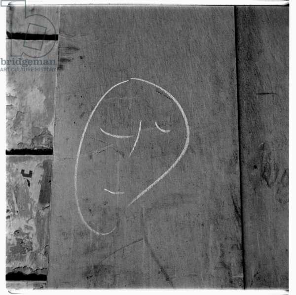Image of minimal chalk wall graffiti face, Paris early early 1950's