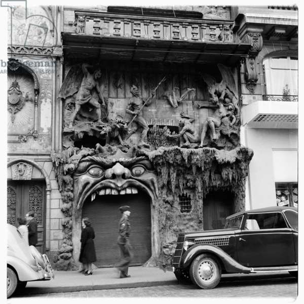 Entrance to L'Enfer, Paris, c.1951-54 (b/w photo)