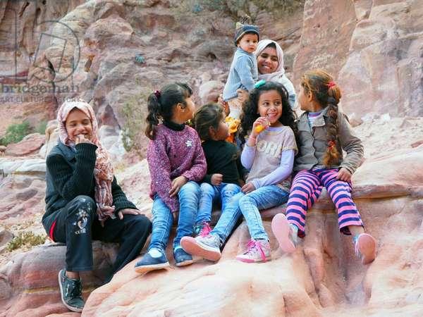 Jordan: Bedouin family, Petra site