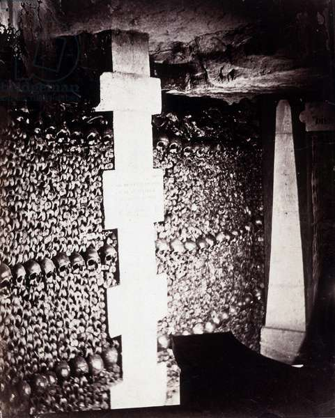 The ossuaries of the catacombs of Paris. Near the source of Lethe or Forget. Photograph by Gaspard Felix Tournachon dit Felix Nadar (1820-1910), 1862. Albumine print. Dim: 22x28cm.