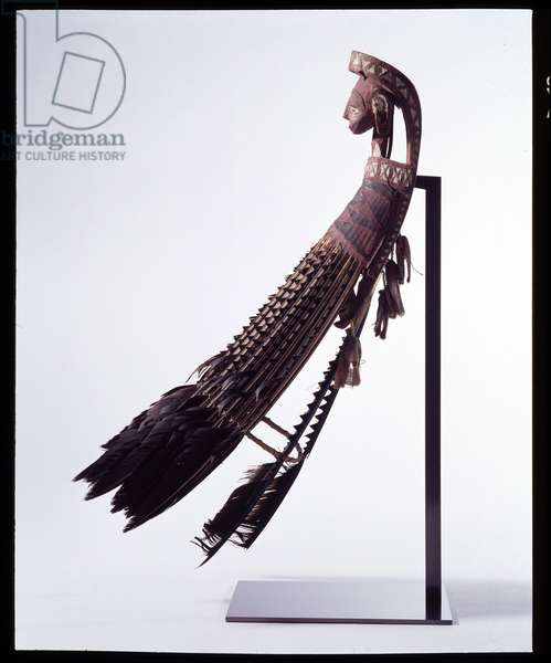 War charm. Admiraut Islands, Bismarck Archipelago, Papua New Guinea (Papua New Guinea), 2nd half of the 19th century. Dim: 52x13x13cm. Wood, feathers, fibers, lime, fabric, pigments and walnut paste. Musee de l'hospice Saint-Roch, Issoudun (Donation Cecile Reims and Fred Deux). Mandatory mention