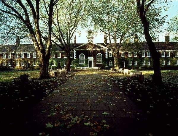 The Geffrye Museum in East London, built in 1714 (photo)