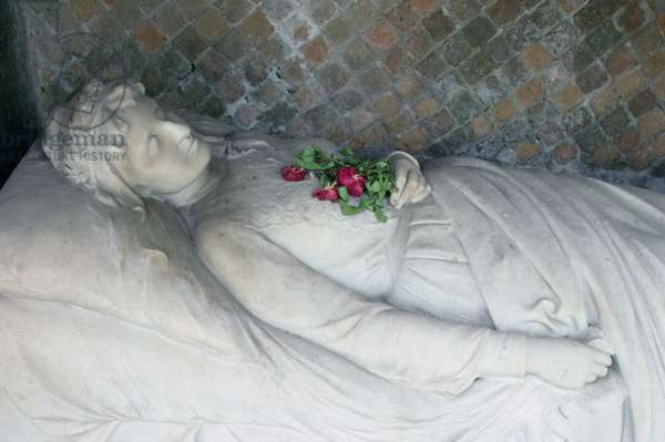 Grave of Elsbeth Passarge (marble)