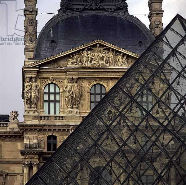 The Louvre Pyramid and the Pavillon Richelieu (photo) (see 136166-7)