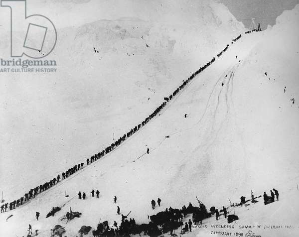 Packers ascending the summit of Chilkoot Pass, from 'One Man's Gold Rush: A Klondike Album' by Murray Cromwell Morgan, 1898 (b/w photo)