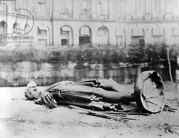 Toppled Statue of Napoleon in the Place Vendôme, 1871 (b/w photo)