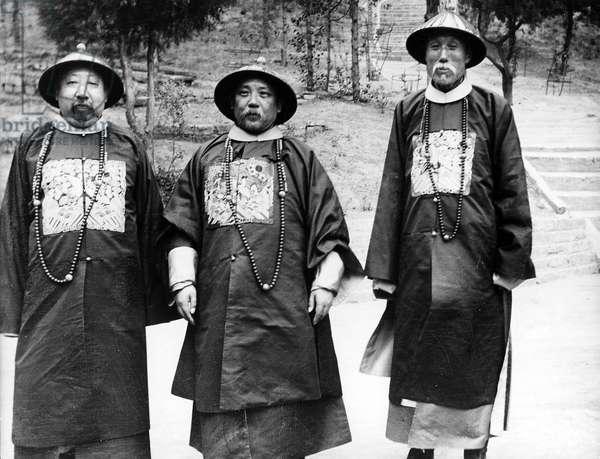 Three Important Persons, c.1910 (b/w photo)