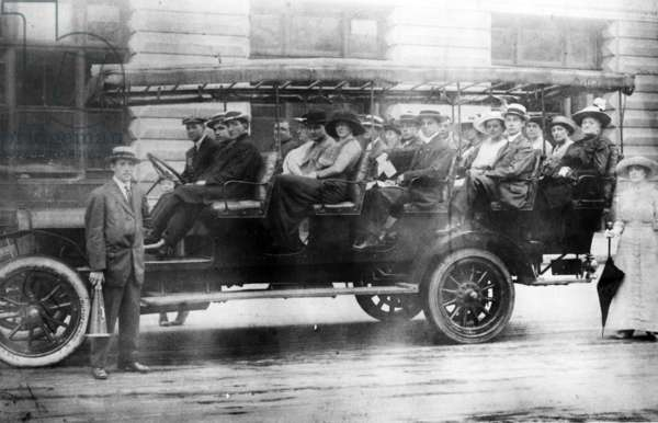 Early Motorised Bus, c.1910 (b/w photo)