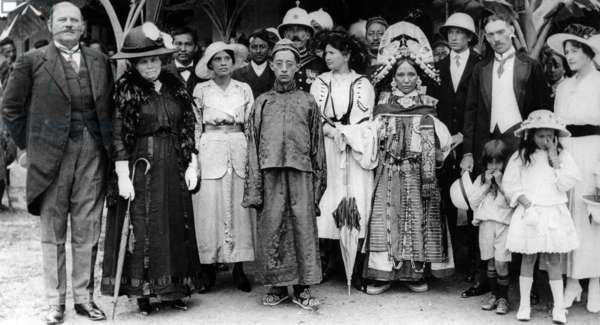 Chogyal Tashi Namgyal with a group of Sikkimese and British Officials, c.1915-20 (b/w photo)