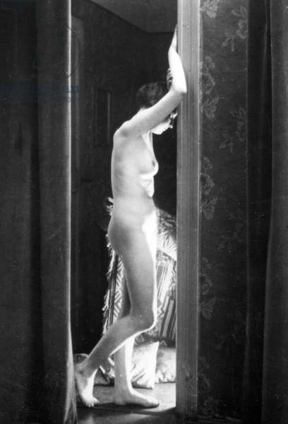 Stereoscopic View of a Nude in a Doorway, c.1920s (b/w photo)
