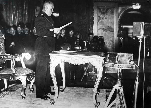 Mussolini announcing the start of the second five year plan for Italy, c.1930s (b/w photo)