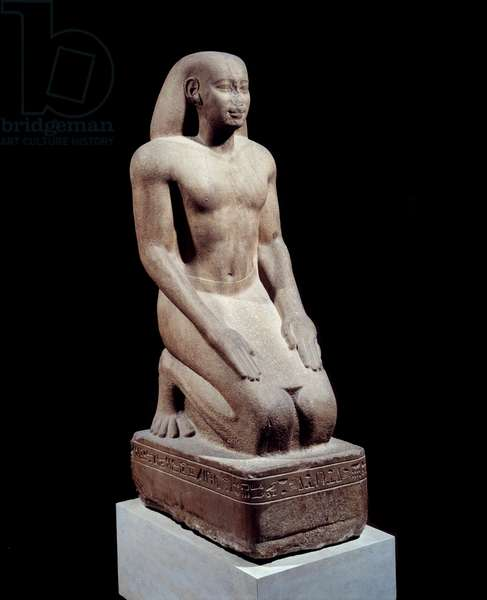 """Egyptian antiquite: """""""" Statue of Nakhthorheb, chief of priests"""""""" Quartzite sculpture around 590. 26th dynasty, regne of Psammetic (595-529 BC) Paris. Louvre Museum"""