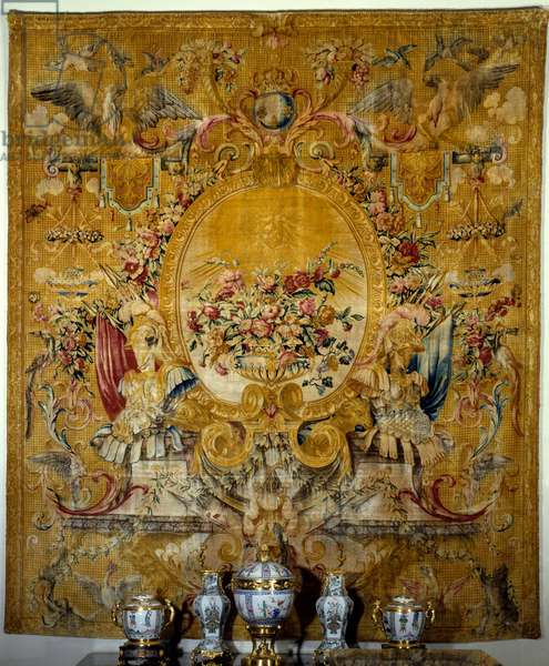 Door sign of the king's gondola. Silk tapestry made in Louis Dupont's studio after a cardboard by Jean Lemoyne dit Le Lorrain. Around 1682-1685. Paris. Louvre Museum