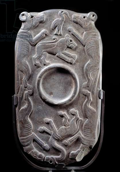 Large palettes with relief (grauwacke) framed with quadrupedes, hyenes or lycaons, lion, ibis or flamingo, imaginary monster, Nagada Period (Naqada) (ca. 3300 - 3100 BC), Sun. 0,32x0,17 m: Paris, musee du Louvre - Egyptian Art: blush palette in shale with quadrupeds, hyenas or lycaons, lion, ibis or flamingo, imaginary monster, Nagada (Naqada), Greywacke, period (about 3500-3100 BC). 0.32x0.17 m. Louvre Museum, Paris