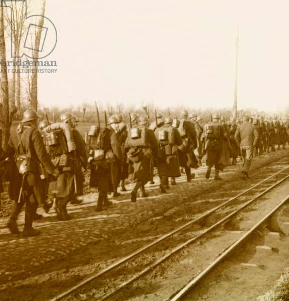 Stereoscopic glass plate on the First World War (1st, Iere, 14-18 or 1914-1918) (The First World War; WWI): In Belgium, French troops climbing towards Oostaletren (Oostvleteren), Private Collection