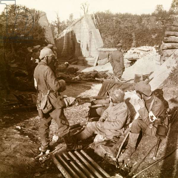 Stereoscopic glass plate on the First World War (1st, Iere, 14-18 or 1914-1918) (The First World War; WWI): Verdun, German Rescue Station, Private Collection